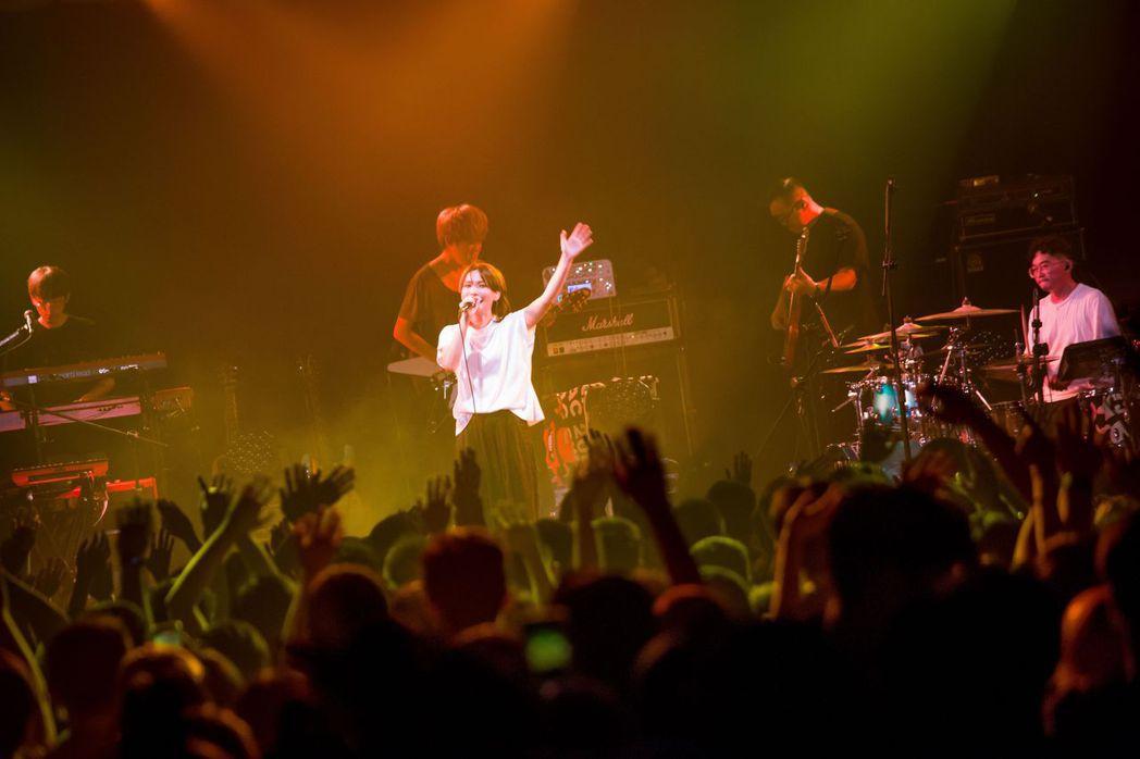 Tizzy Bac於2020的首場演出,吸引1100名歌迷擠爆現場。圖/相信音樂...