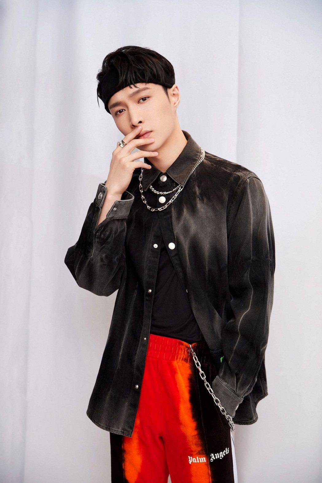 張藝興與全球百大DJ R3HAB合作新歌「蹦 (Boom)」Re-Mix版本。圖