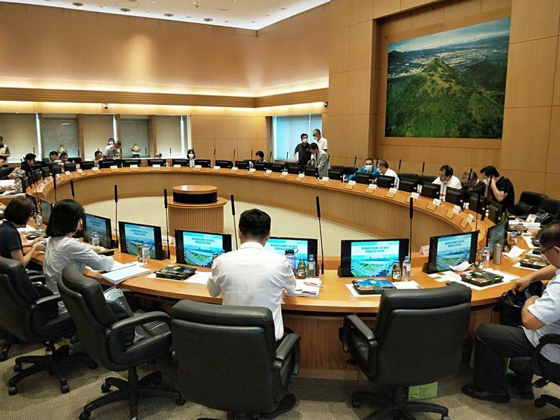 新北市政府和國民黨立院黨團昨天舉行便當會,討論如何協助新北市政府爭取建設經費。記者施鴻基/攝影