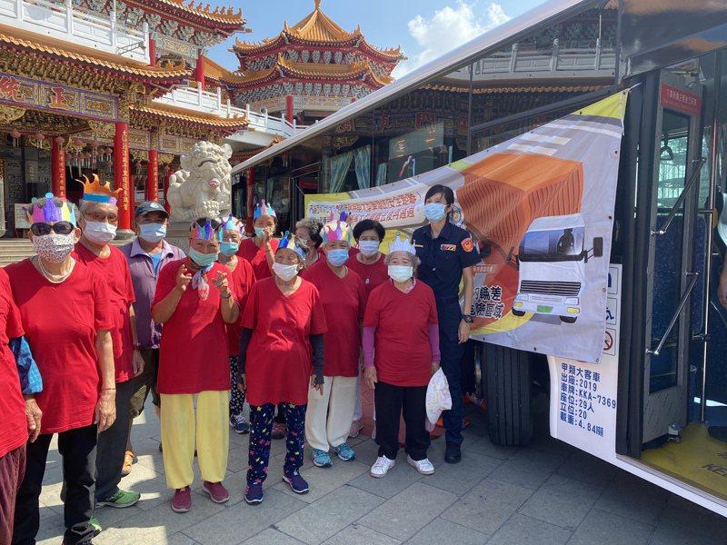 台南市政府與監理站昨天在安南區土城聖母廟舉辦內輪差長者宣導,現場有許多年長者參與。記者修瑞瑩/攝影
