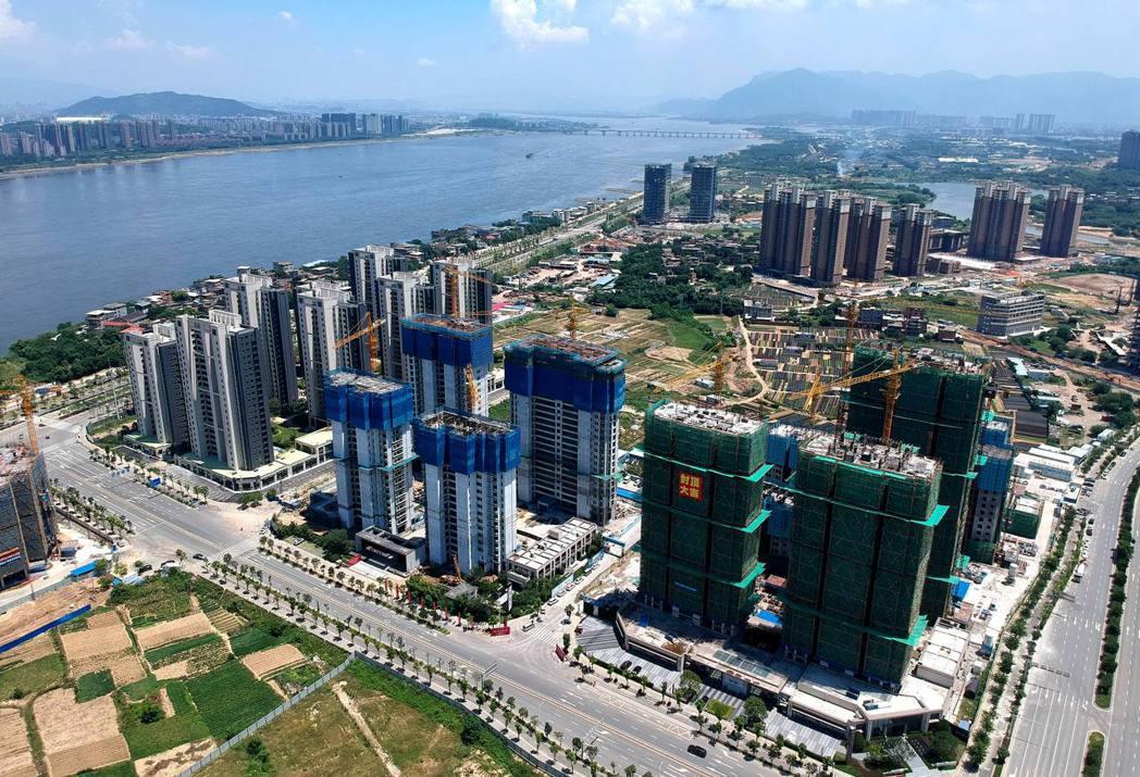 大陸8月房價加速上漲,70個大中城市新建商品住宅價格指數與去年同期相比上漲4.8...