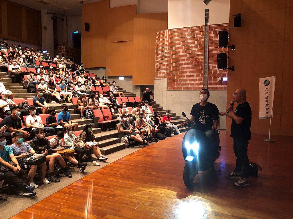 宏佳騰智慧電車校園安駕講座,日前於南藝大首先開課。 圖/宏佳騰提供