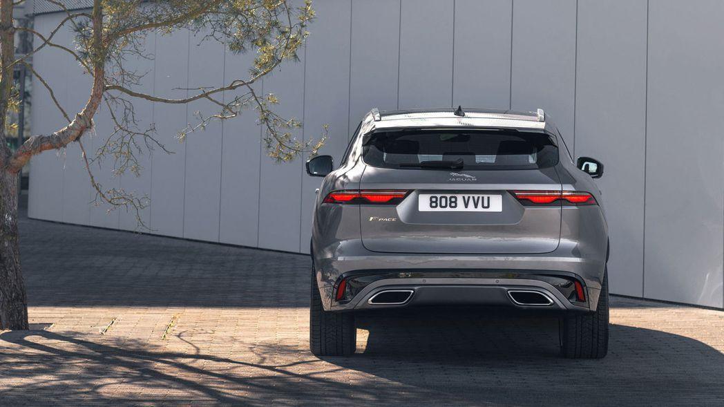 尾燈與重新設計的後保桿搭配,有拉寬車尾的視覺效果。 摘自Jaguar