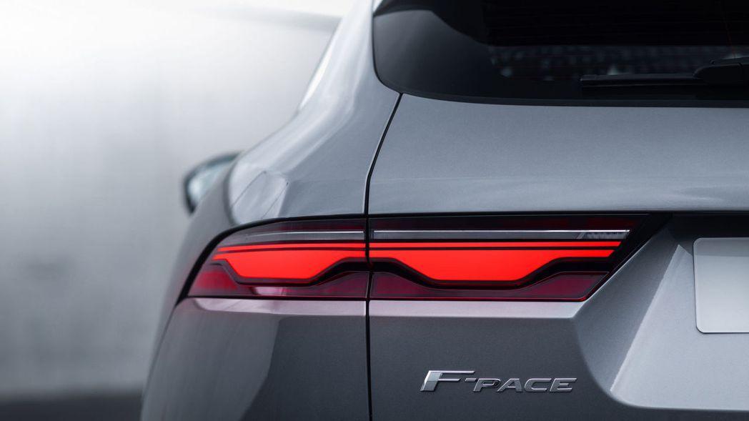 富科技感的新式超薄LED雙弧尾燈。 摘自Jaguar