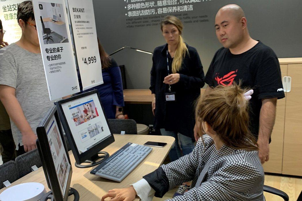 為了產品研發,IKEA與ROG合作舉辦工作坊,邀集電玩愛好者參與討論 圖:IKE...