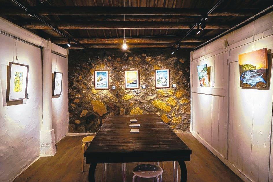 東引青年改造魚露老屋,打造「鹹味島合作社」,希望透過藝術傳遞地方美學。 圖/中央...