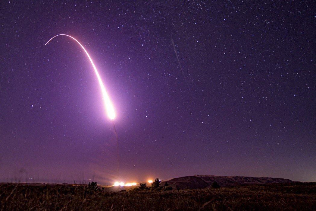 2019年10月,美軍試射無武裝義勇兵三型洲際彈道飛彈。 圖/美聯社