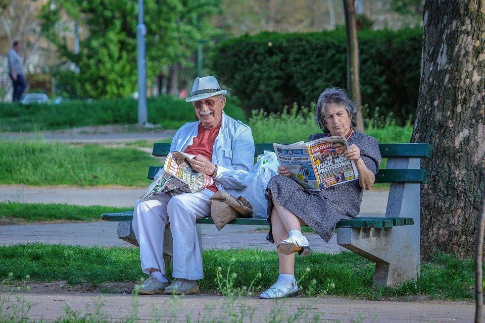 若是太晚開始規劃退休理財或購買老年保障保險,不僅購買的成本提升、無法享有時間複利...