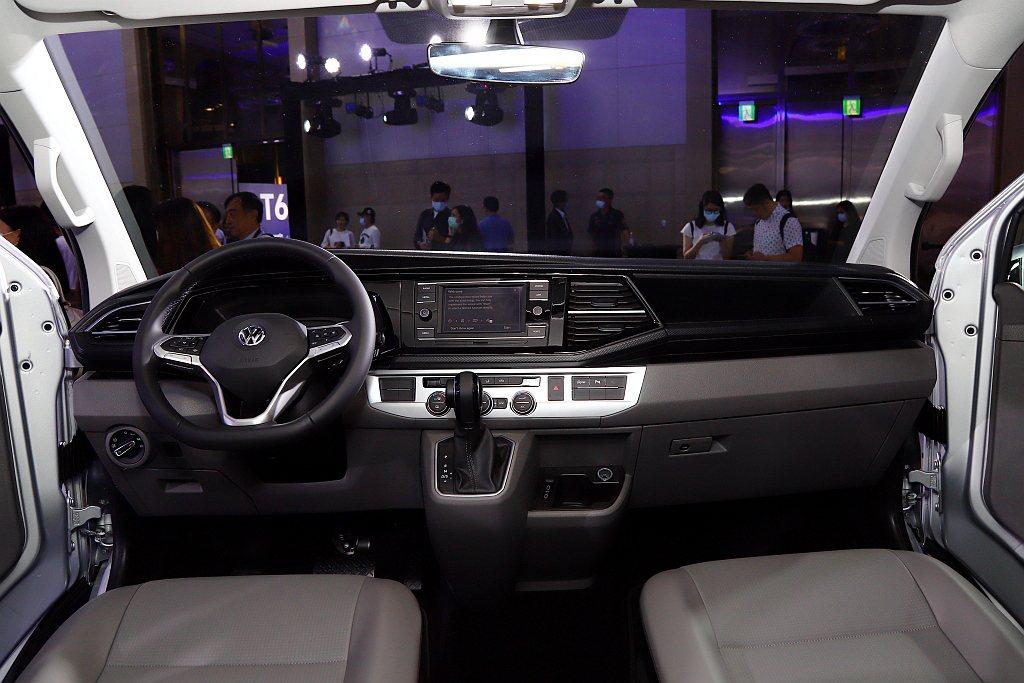 福斯商旅T6.1 Caravelle內裝採用全新儀表板設計。 記者張振群/攝影