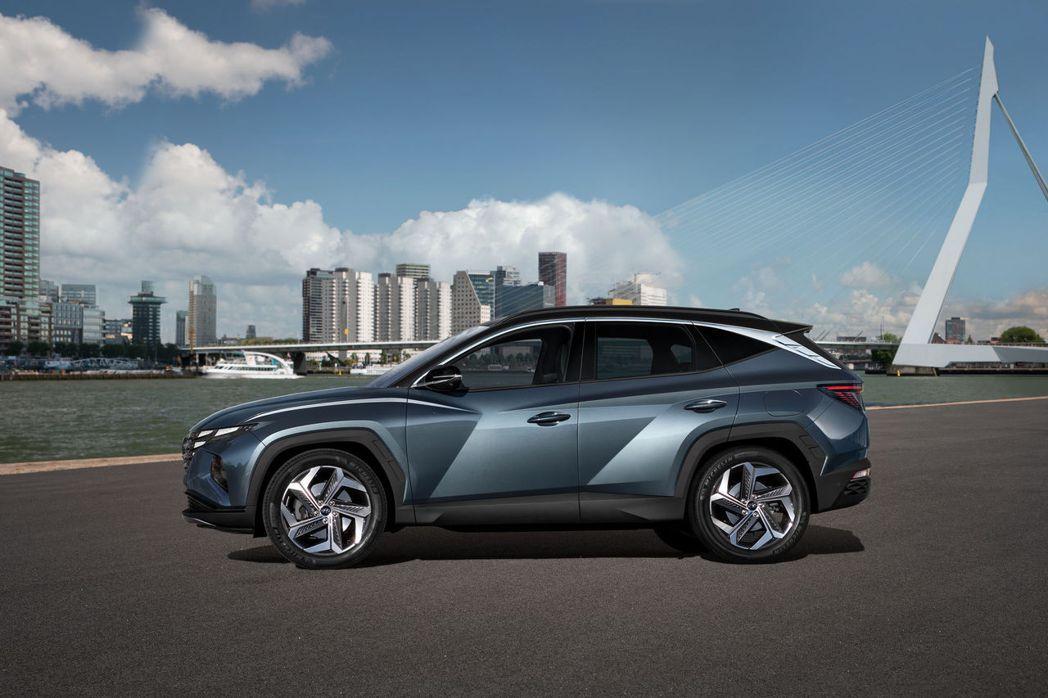 第四代Hyundai Tucson車側線條肌理分明。 摘自Hyundai