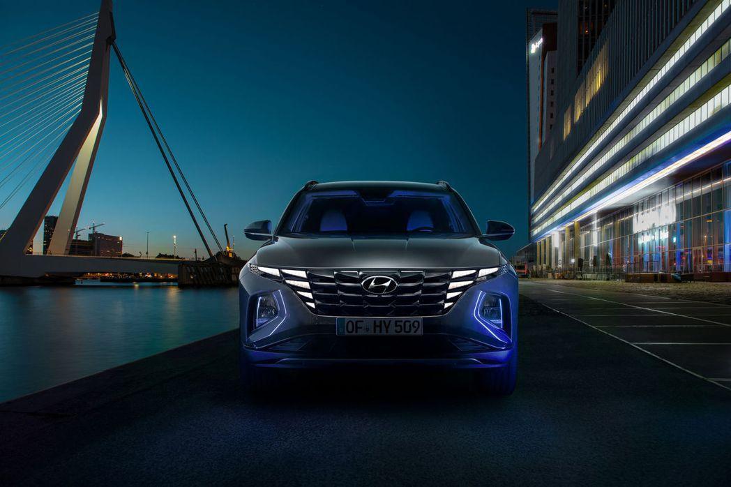 第四代Hyundai Tucson使用目前品牌僅有旗艦房車Grandeur採用的...