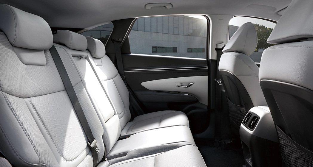 第四代Hyundai Tucson後排腿部空間較前一代增加了80mm。 摘自Hy...