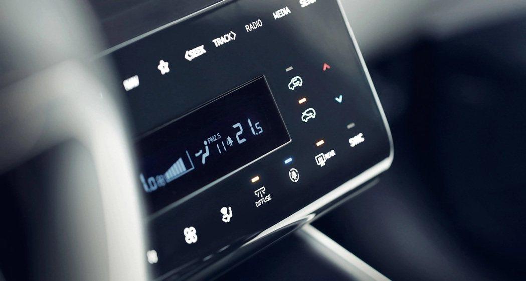 第四代Hyundai Tucson首度配置了電容式面板的冷暖空調控制系統。 摘自...