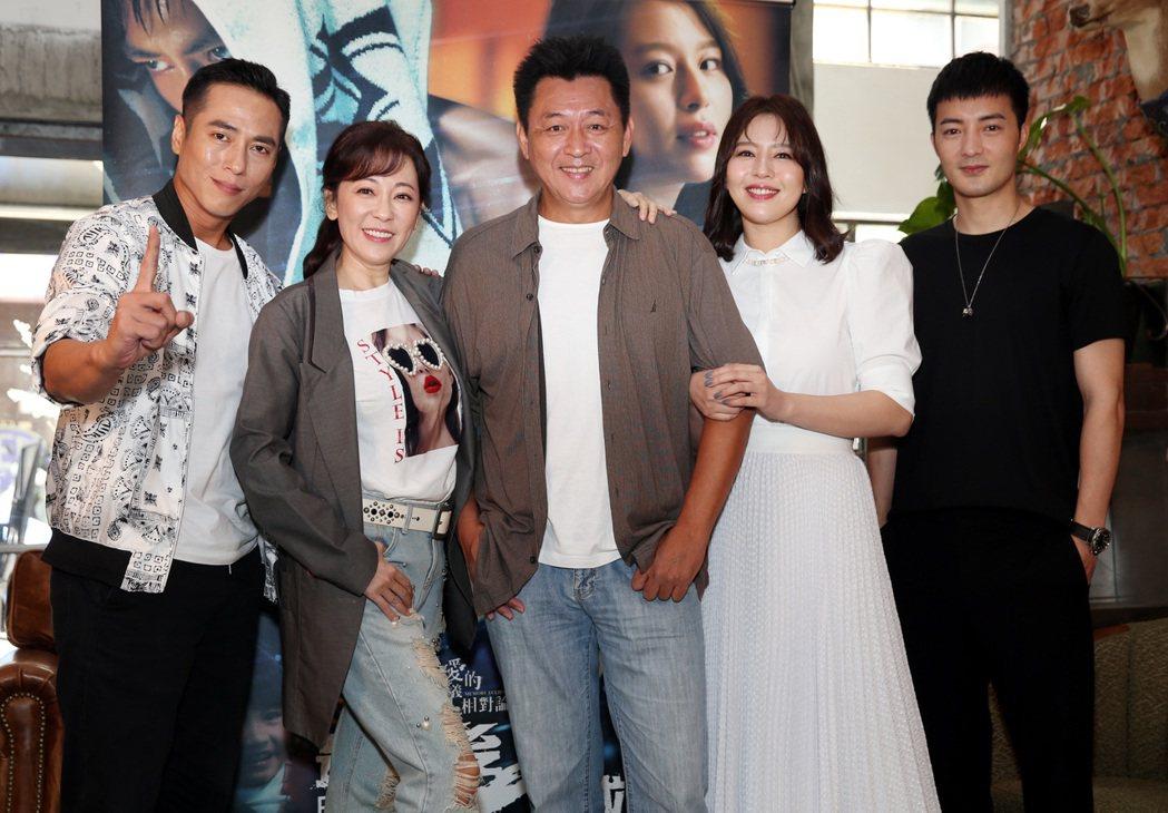 「愛的廣義相對論-最後一戰」主要演員莊凱勛(左起)、況明潔、庹宗華、劉品言及古斌