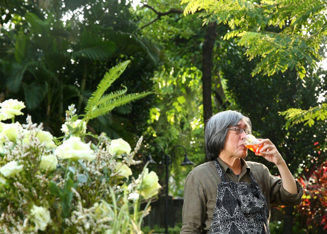 詹宏志以「回憶和流浪」的心境,製作妻子的料理。記者林澔一/攝影