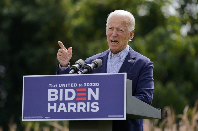 民主黨總統候選人拜登14日在家鄉德拉瓦州威明頓市的記者會上痛批對手川普總統是「氣候縱火犯」。(美聯社)