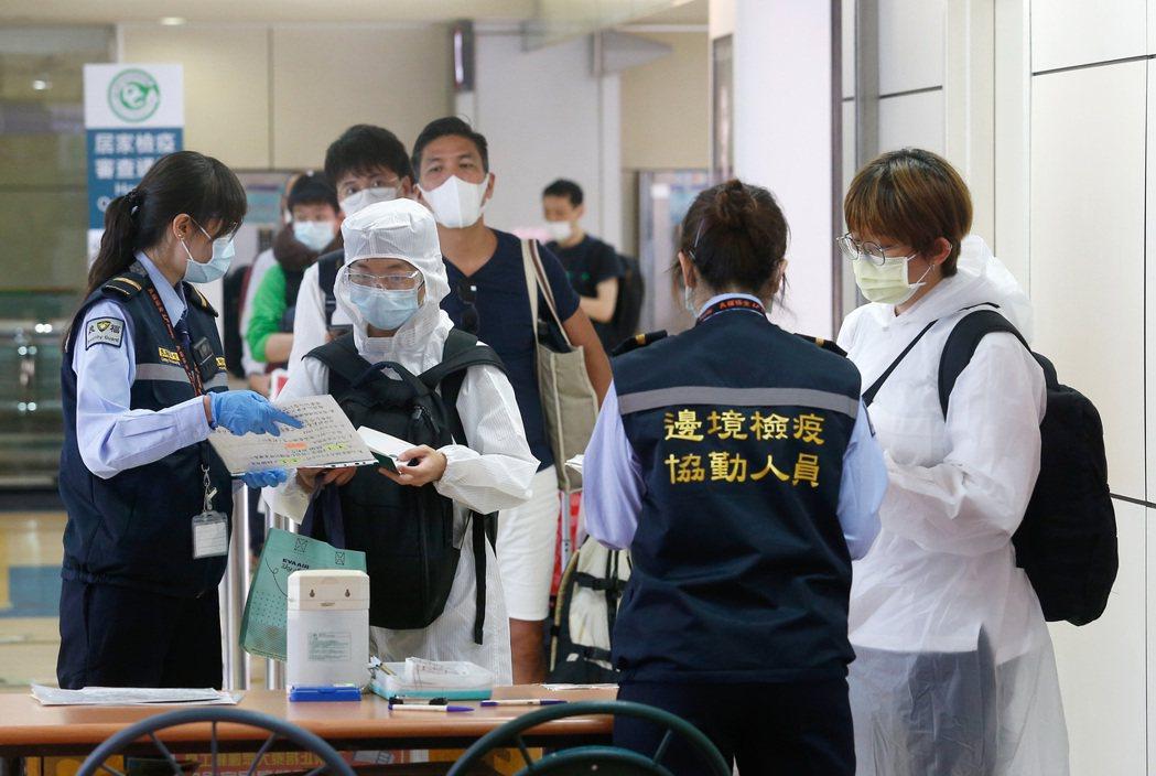 貿易局今提醒,自明日起進口口罩,不論醫用或非醫用,都應先向國際貿易局申請輸入許可...