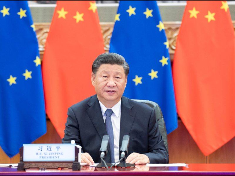 大陸國家主席習近平與歐洲理事會主席米歇爾、歐盟委員會主席馮德萊恩、歐盟輪值主席國德國總理梅克爾等人舉行視訊會議。新華社
