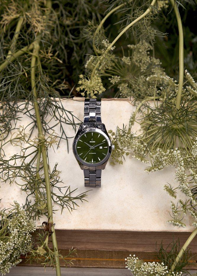 除了Hugo Becker手上配戴的計時碼表款,RADO今年也推出新款同系列自動...