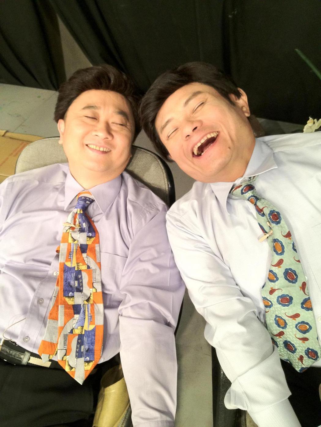 許效舜(右)當年跟邰智源合作無間的演過許多叫好叫座的搞笑短劇。圖/瘋神無雙粉專