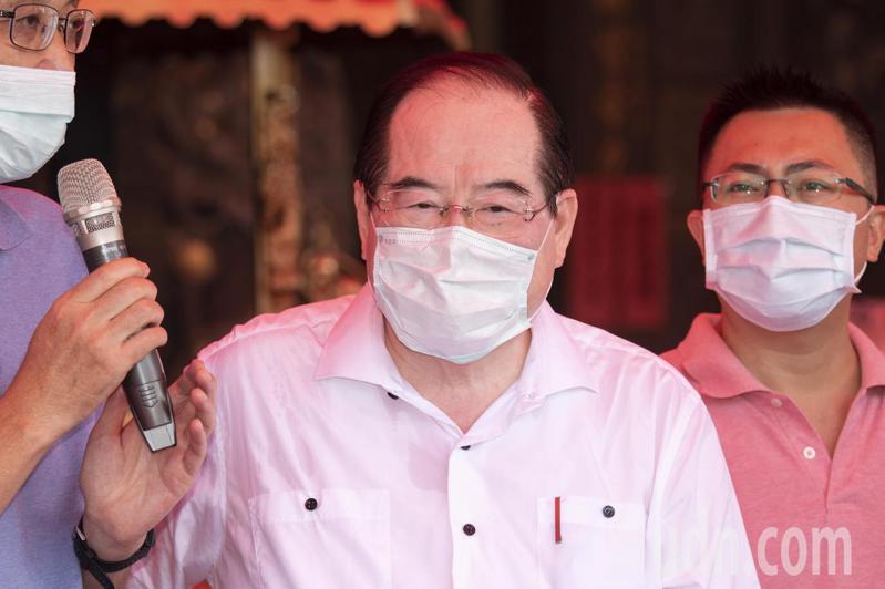 國民黨秘書長李乾龍(中)。本報資料照片