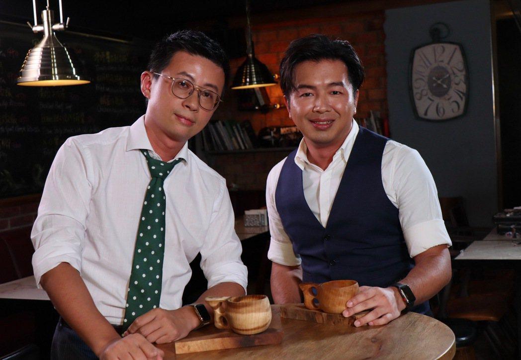 台北市議員「呱吉」邱威傑(左)與主持人鄭偉柏。圖/E!Studio藝鏡到底提供