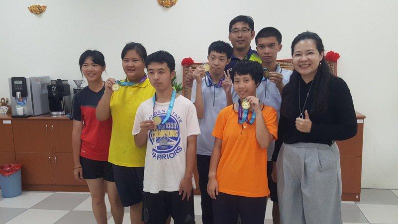 苗栗特殊教育學校學生參加特殊冬季奧運雪鞋比賽選拔,一舉贏得5金7銀5銅佳績。記者胡蓬生/攝影