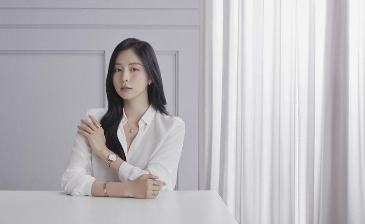 零死角女神Bora Kim詮釋Daniel Wellington全新飾品。圖/D...