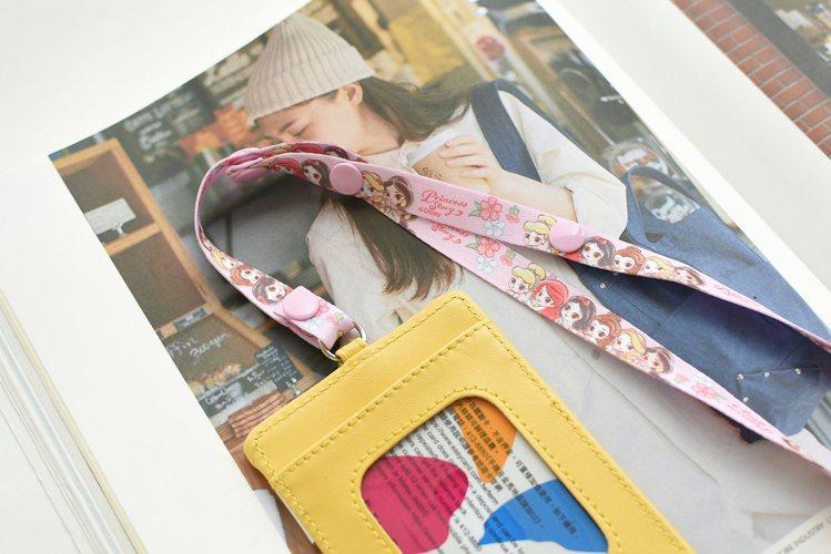9月16日起7-ELEVEN獨家限定推出8款「迪士尼口罩掛繩」,也可當證件套掛繩...
