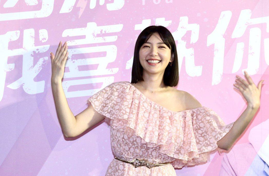 郭雪芙身旁少了男主角,獨撐新戲「因為我喜歡你」宣傳。記者林俊良/攝影