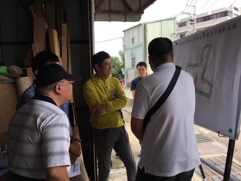 台中市議員周永鴻今日邀集相關單位至潭子聚興產業園區會勘。圖/周永鴻服務處提供