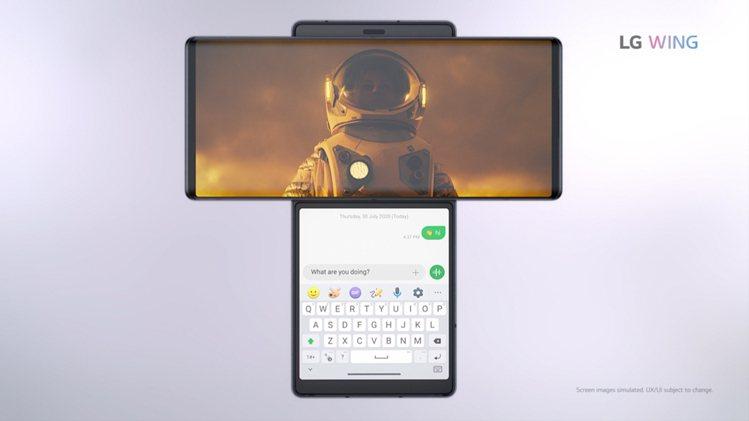 LG WING透過特定應用程式,可用寬闊螢幕觀賞電影,同時用第二螢幕搜尋演員資訊...