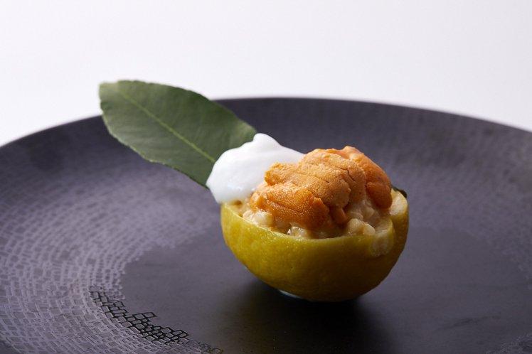 海膽燉飯佐檸檬醬。圖/鹽之華提供