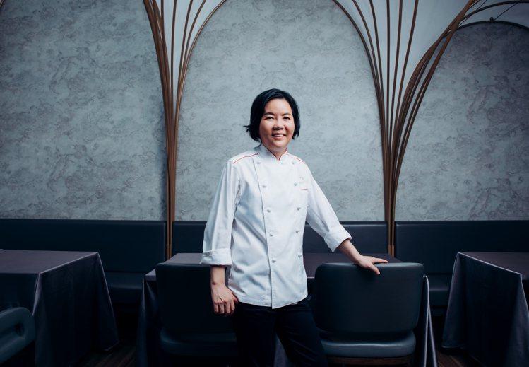 鹽之華主廚黎俞君是全台第一位以法式料理獲得米其林的台灣女主廚。圖/鹽之華提供