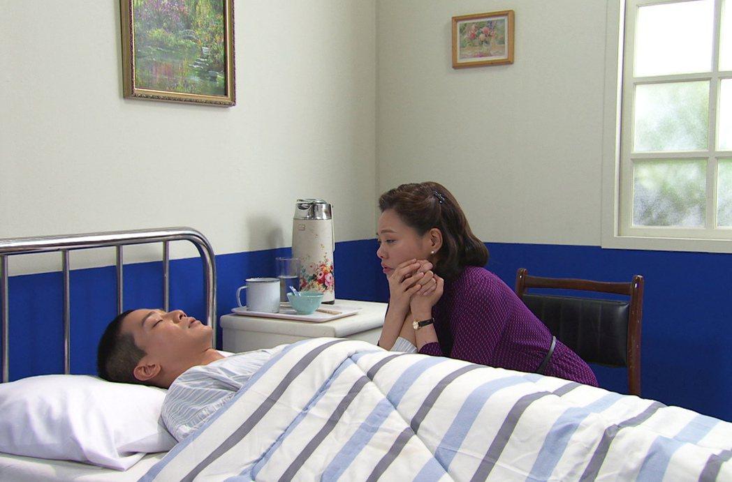 林嘉俐(右)、薛仕凌戲裡戲外都母子情深。圖/台視提供