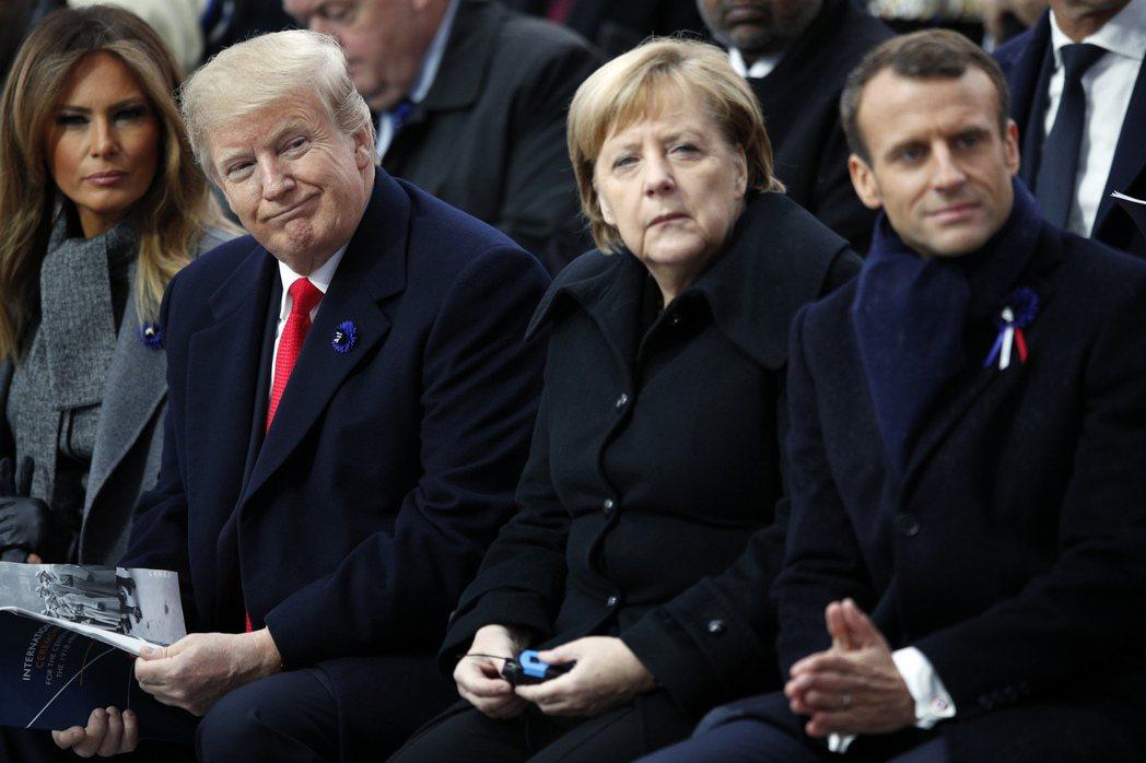川普(左二)在國際社會信任度上慘輸給梅克爾與馬克宏。美聯社