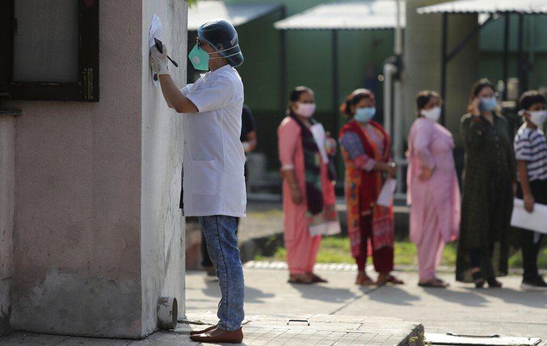 印度有大量康復民眾飽受創傷後壓力症候群的煩惱,專家呼籲政府不能輕忽相關問題。 美聯社
