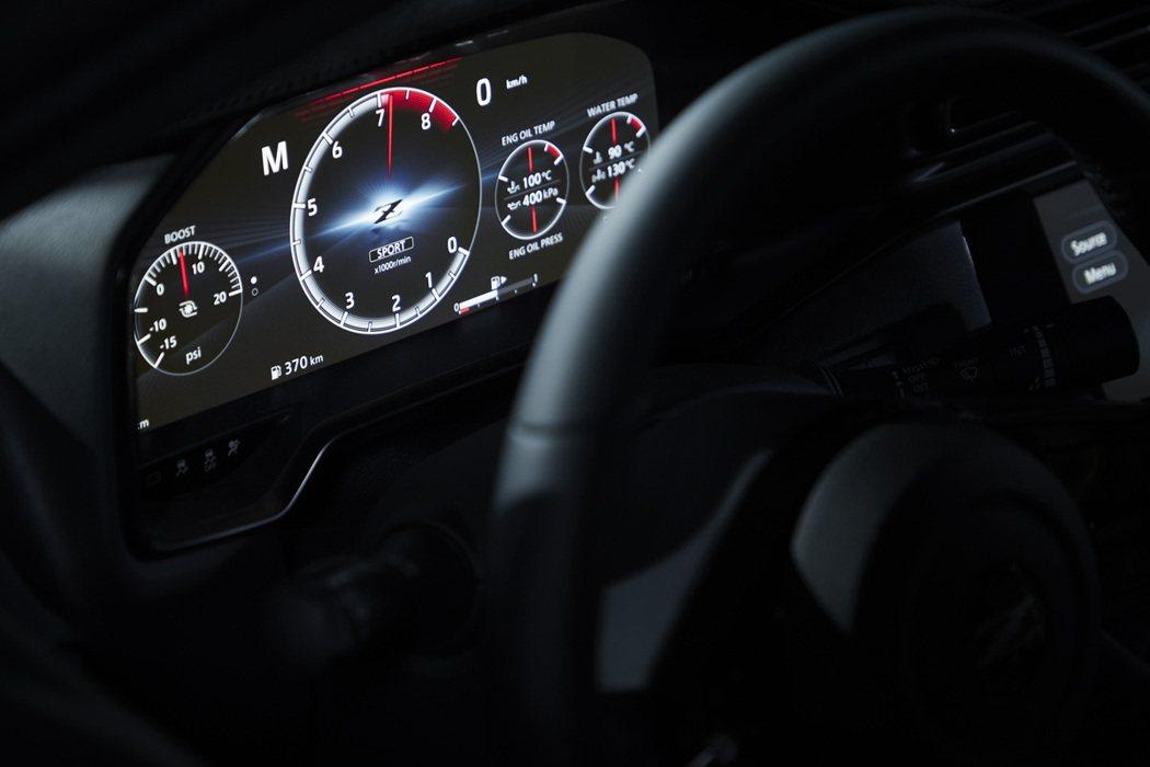 雖然Z Proto致敬經典復古,但現代車該有的12.3吋虛擬儀表板也不會少。 摘...