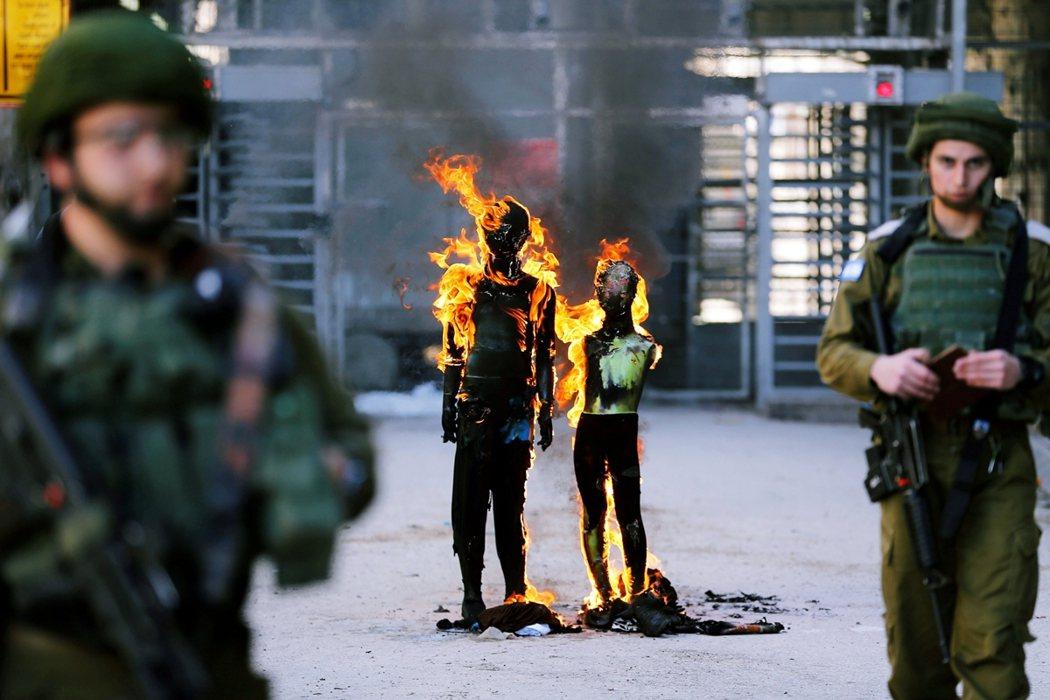三方簽字雖然以保證「以色列-巴勒斯坦和平」為政治號召,但談判與簽字過程中卻都排除...