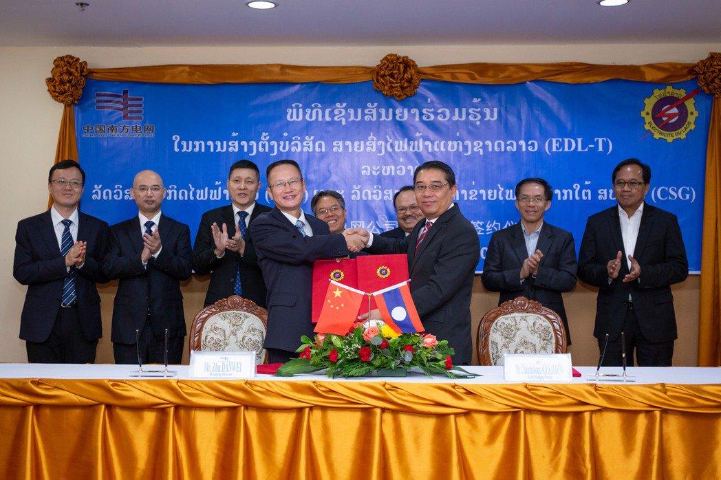 寮國國有企業寮國電力在9月1日於首都永珍和中國南方電網簽署協議,被疑為誤陷中共「債務陷阱」之最新受害國家。 圖/新華社
