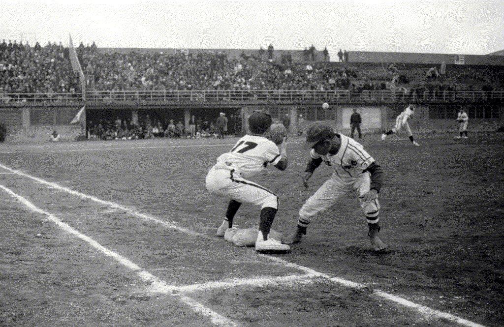 1969年2月21日春節少年棒球邀請賽,由紅葉少棒迎戰垂楊少棒隊。 圖/聯合報系資料照