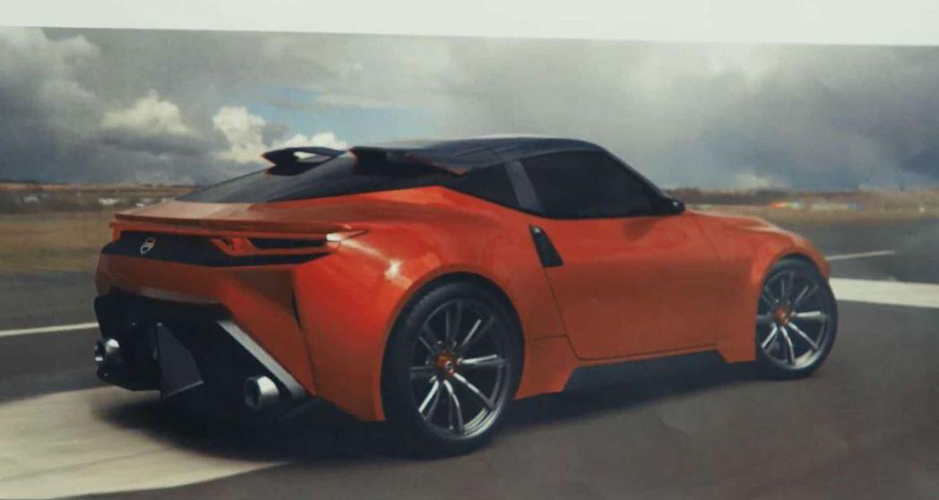 這組設計草圖的車尾相當張狂。 摘自Nissan