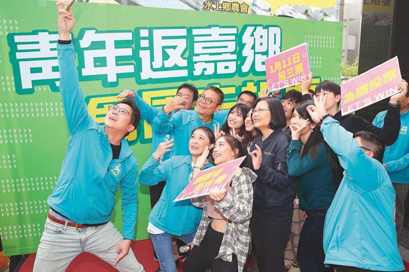 民進黨主席蔡英文提醒黨持續培力青年朋友投入公共事務、參與台灣的民主進步。圖/聯合報系資料照