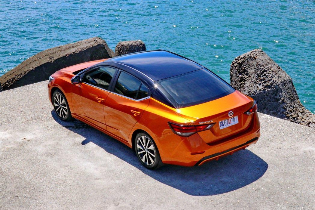 如果要進一步展現個人風格特色,還可加價1.5萬元選配雙色套件,共提供橘色車身黑頂...