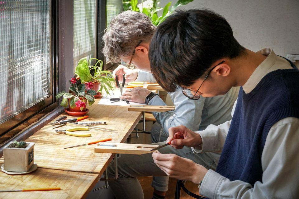 甲黨甲替金工手作開課教學製作富士山鐵窗花,十分受歡迎。 圖/甲黨甲替金工手作提供