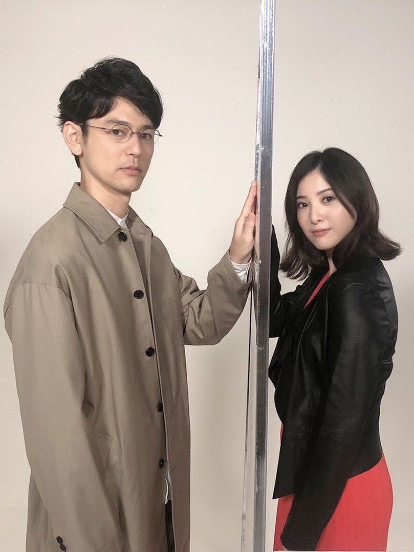妻夫木聰與吉高由里子主演《危險維納斯》。圖/擷自推特