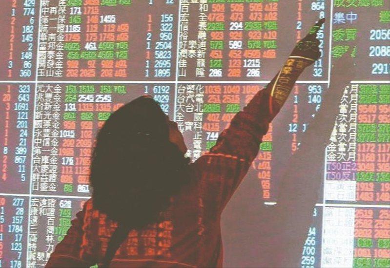 今日台股開盤跳空在12,989.81點,上漲144.16點,而權值股台積電(2330)、聯電、聯發科走高,帶動加權指數盤中攻上13,021點。聯合報系資料照
