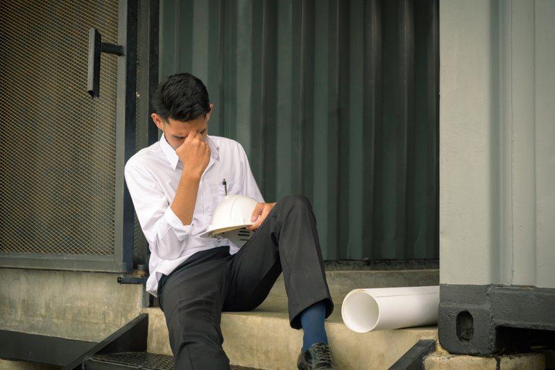勞動部發布最新減班休息(俗稱無薪假)統計,目前實施無薪假再攀升至840家、16,865人。示意圖/ingimage授權