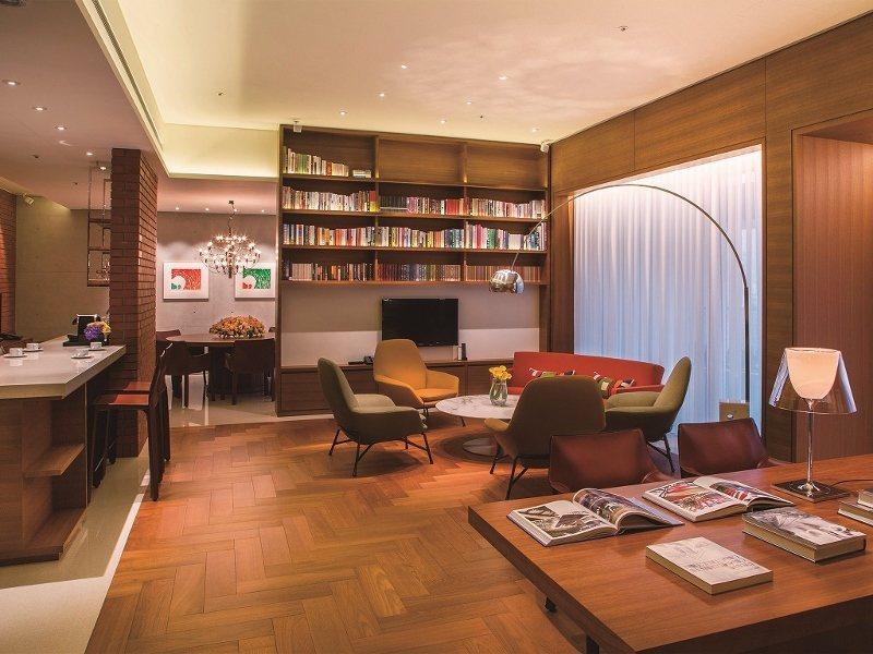誠品行旅將開放「人文套房」,引領旅人進入藏書豐富的起居室。 誠品行旅/提供