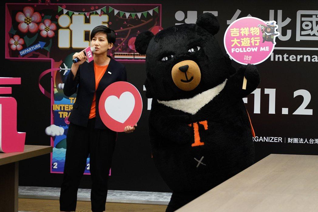 吉祥物大遊行為台北國際旅展大小朋友的最愛活動。 台灣觀光協會/提供。